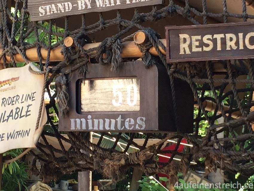 Disneyland California - man muss warten können...