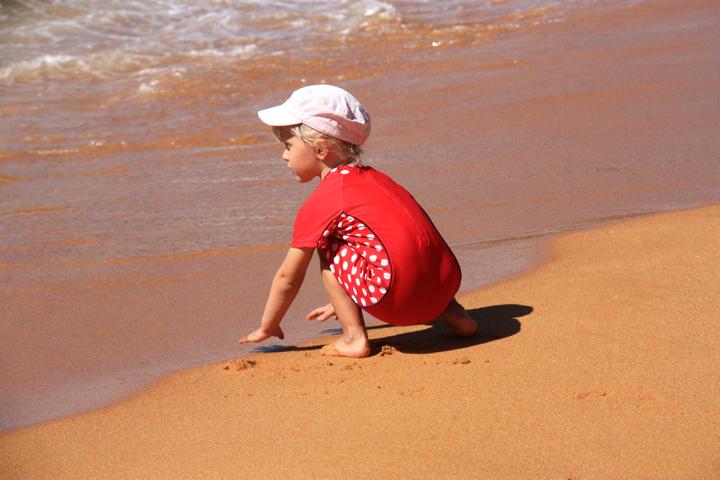 58GradNord - Elternzeit in Neuseeland - Totaranui Kind Strand