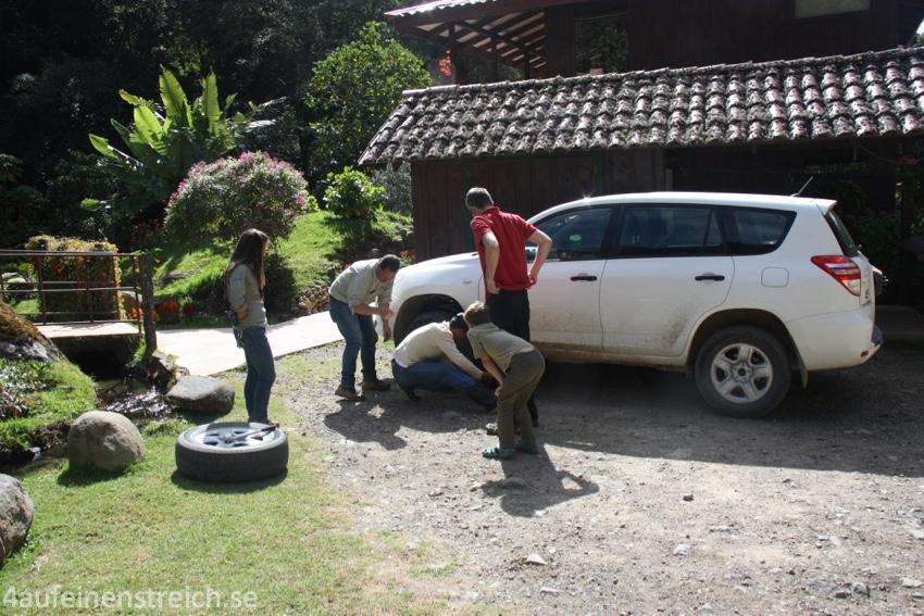 Reifenwechsel á la Costa Rica.
