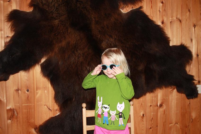 Eine unserer Hütten hatte sogar ein Bärenfell an der Wand...