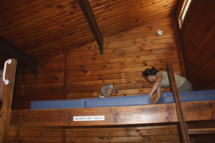 58GradNord Abel Tasman Mit Kindern wandern Matratzenlager Bark Bay Hut