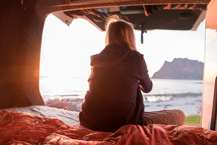 Norwegen mit Kindern - Lofoten Roadtrip - Uttakleiv Mitternachtssonne