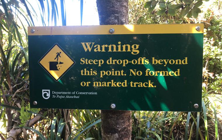 58 Grad Nord - Familienauszeit Neuseeland - Whangarei - Te Whara - Warning