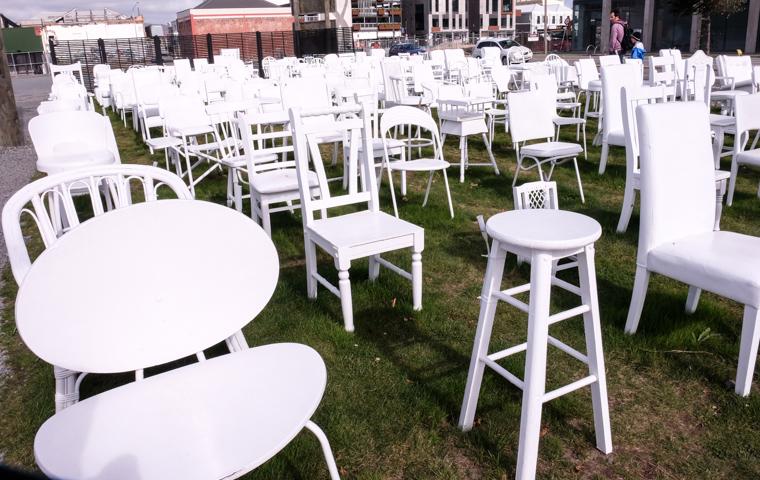 58 Grad Nord - Christchurch mit Kindern - 185 empty chairs