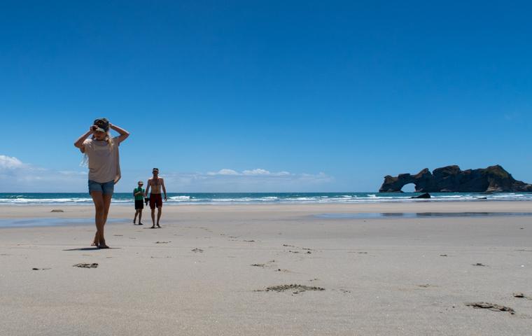 rad Nord - Neuseeland - Golden & Tasman Bay - Wharariki Beach - We at the beach