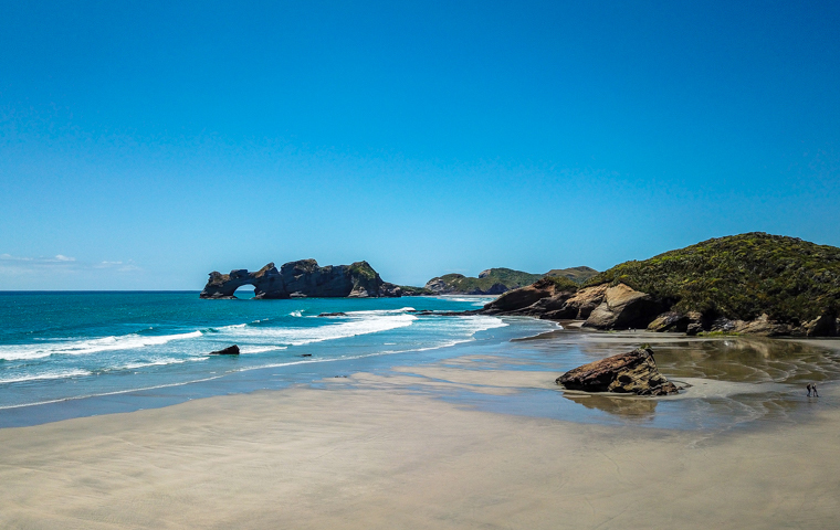rad Nord - Neuseeland - Golden & Tasman Bay - Wharariki Beach - Drone View