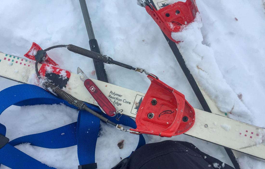 58 Grad Nord -Skiwandern mit Kindern in Lappland - alte Tourenski