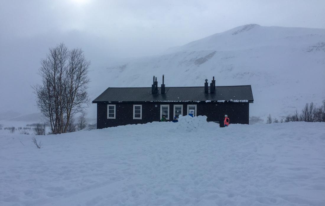 58 Grad Nord - Skiwandern mit Kindern in Lappland - Schwedische Fjällhütte