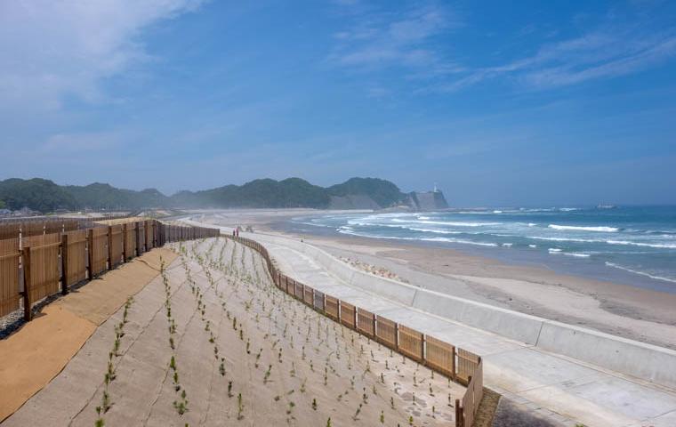 58 Grad Nord - Fotoparade 2018-2 - Landschaft - Tsunamischutzwall Strand Japan